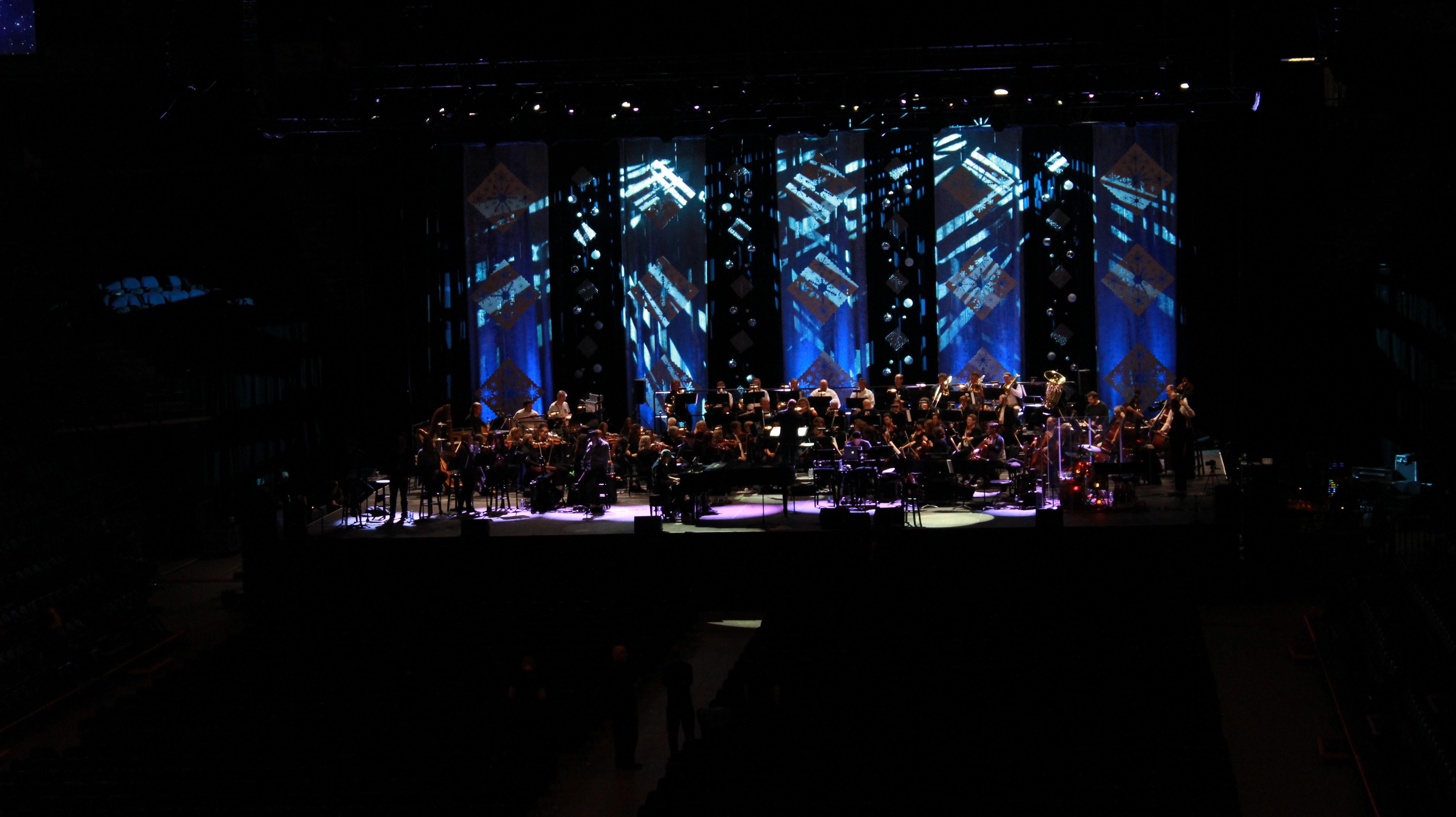 Amy Grant and Michael W. Smith Christmas Concert 2015 | 98.5 KTIS ...