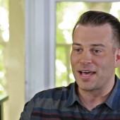 Jonny Diaz in the KTIS Artist Booth